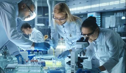 Mity dotyczące pracy w laboratorium kryminalistycznym