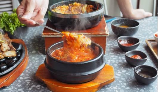 Wojny kulinarne – jak Korea walczy z Japonią i Chinami o kimchi