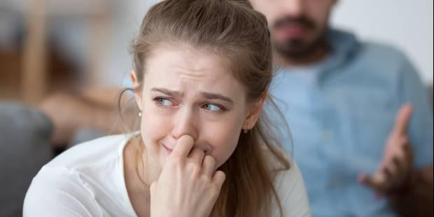 Kocha, bije, wyśmiewa. Dlaczego tkwimy w przemocowych związkach i jak się z nich wydostać?