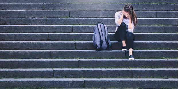 Jak radzić sobie z trudnymi emocjami? – przewodnik dla młodzieży