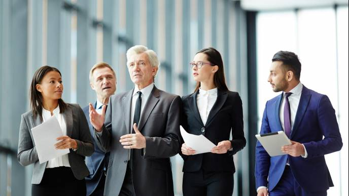 Władza kontra przywództwo: jak powstają liderzy