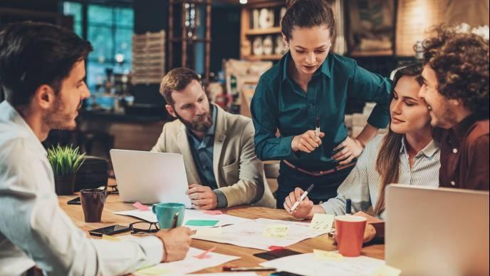 Błędy w zarządzaniu – dlaczego nie stać nas na niedocenianie pracowników? (podcast)